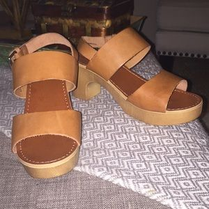 Thick Strap Sandals w/Clog Like Sole Tan Leather